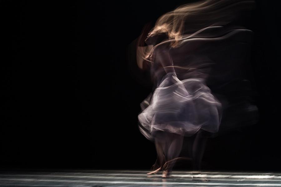ARTICLE Contemporary Online Dance Class from EMDAN.