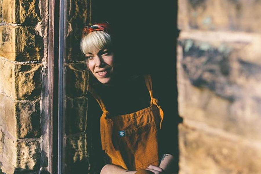 Image of Helen Mort.