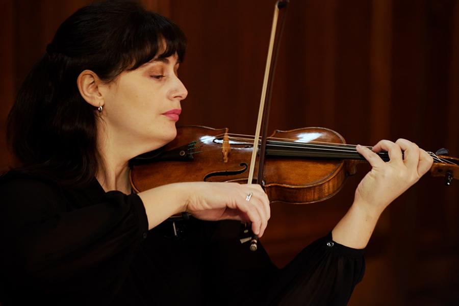 Sinfonia Viva Member.